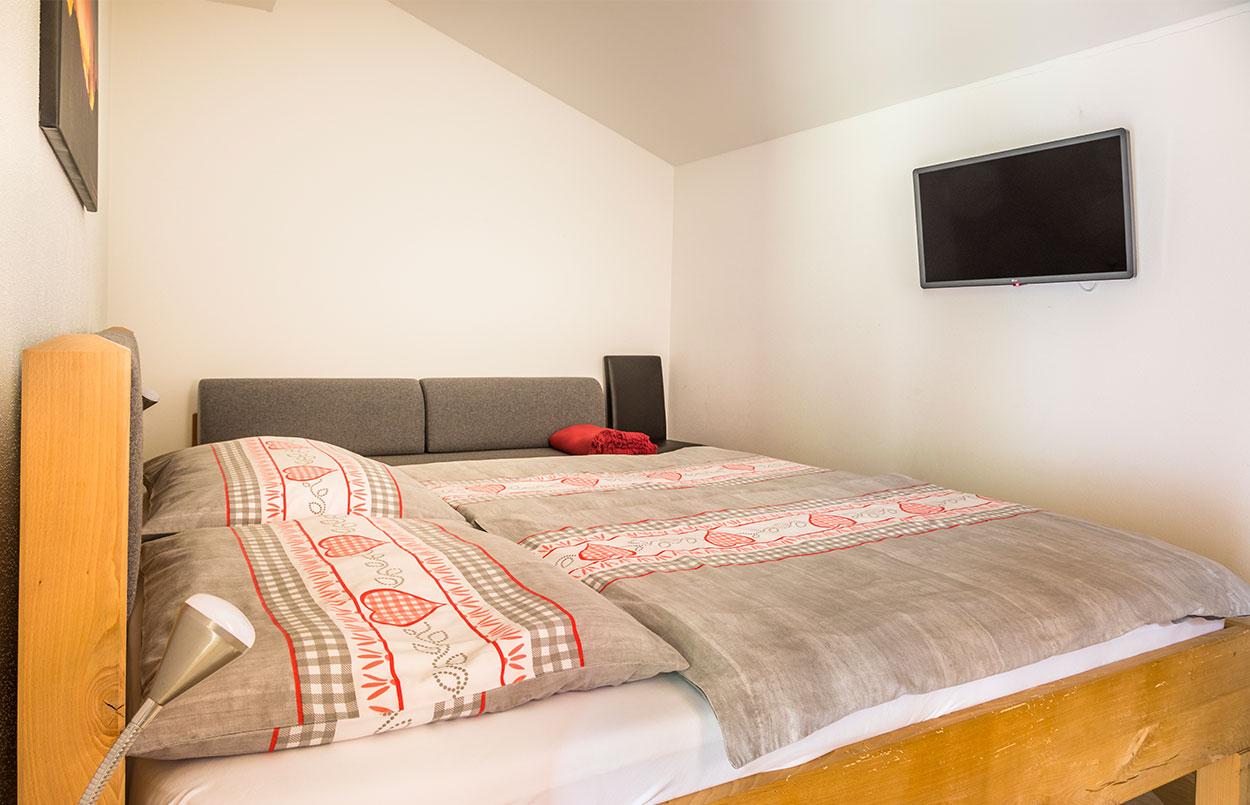 Doppelzimmer mit kingsize Bett Ferienwohnung Alpenappartement Oberlehengut in Werfenweng Salzburg