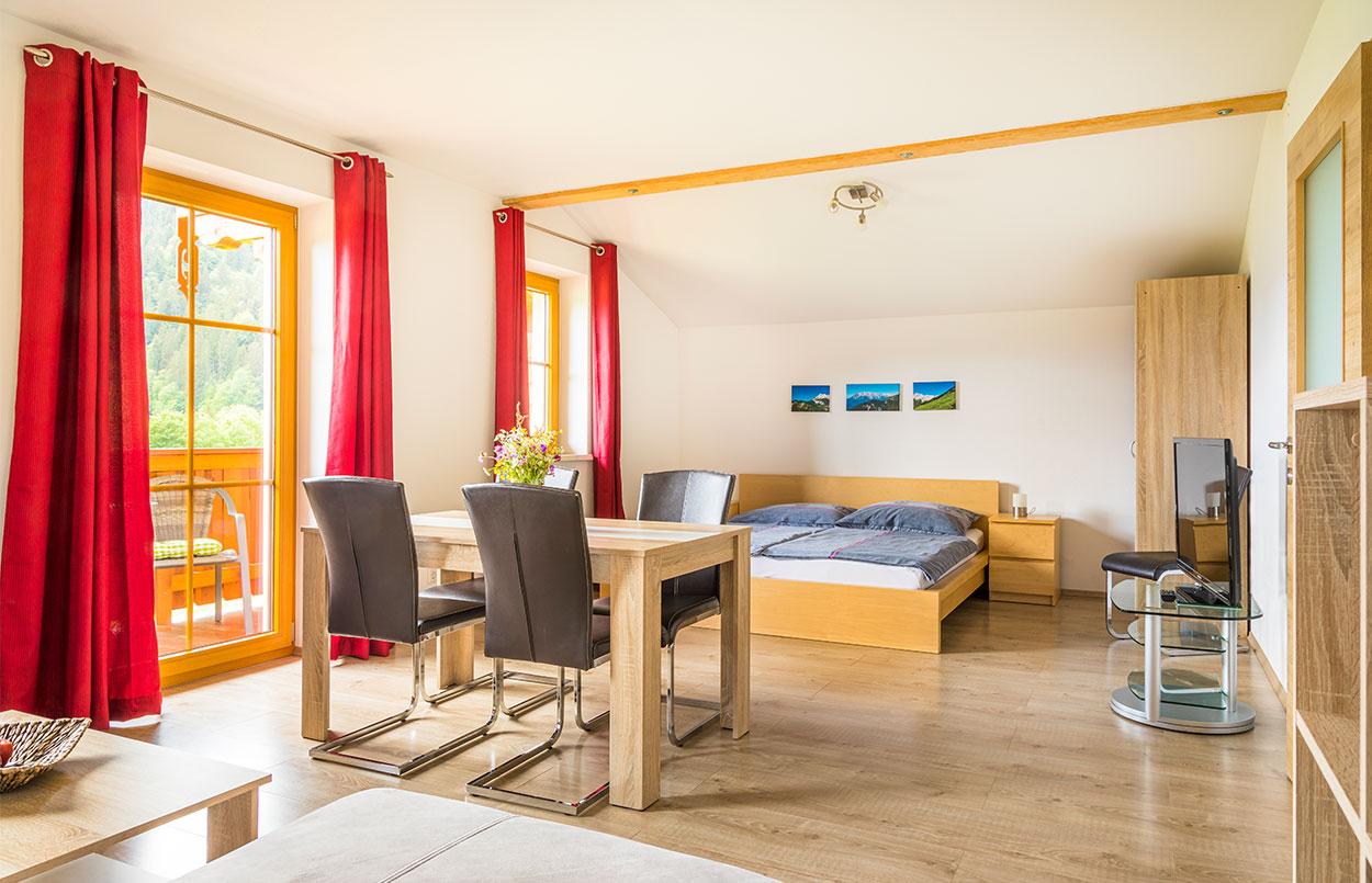 Doppelzimmer / Zweibettzimmer in der Ferienwohnung Alpenappartement Oberlehengut in Werfenweng im Land Salzburg