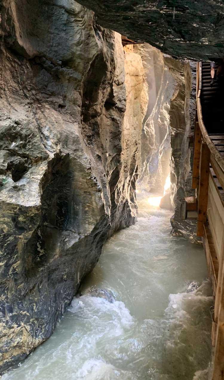Lichtensteinklamm in Salzburg ist ein beliebtes Ausflugsziel für Sommerurlauber