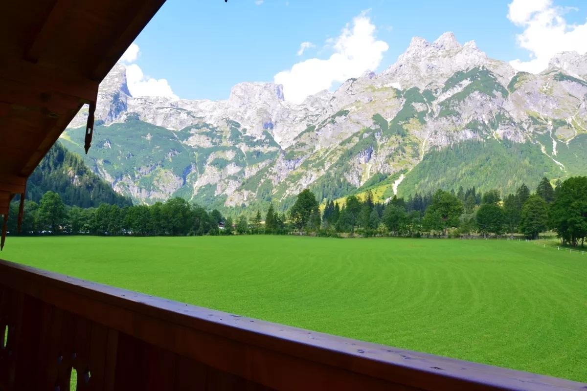Ausblick aus dem Alpen Appartement Oberlehengut in Werfenweng bei Salzburg - Blick auf die BErge