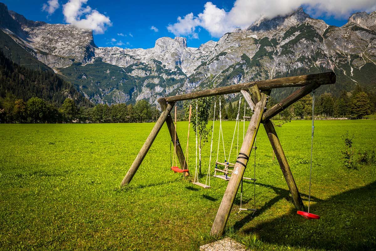 Schaukel für die Kinder der Gäste vom Alpenappartement Oberlehengut in Werfenenweng