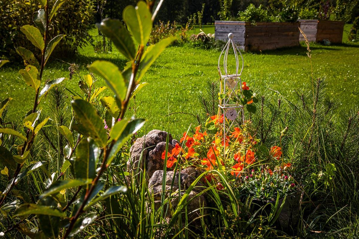 Garten vom Oberlehengut - Erholungsbereich für die Gäste des Alpenappartements in Werfenenweng