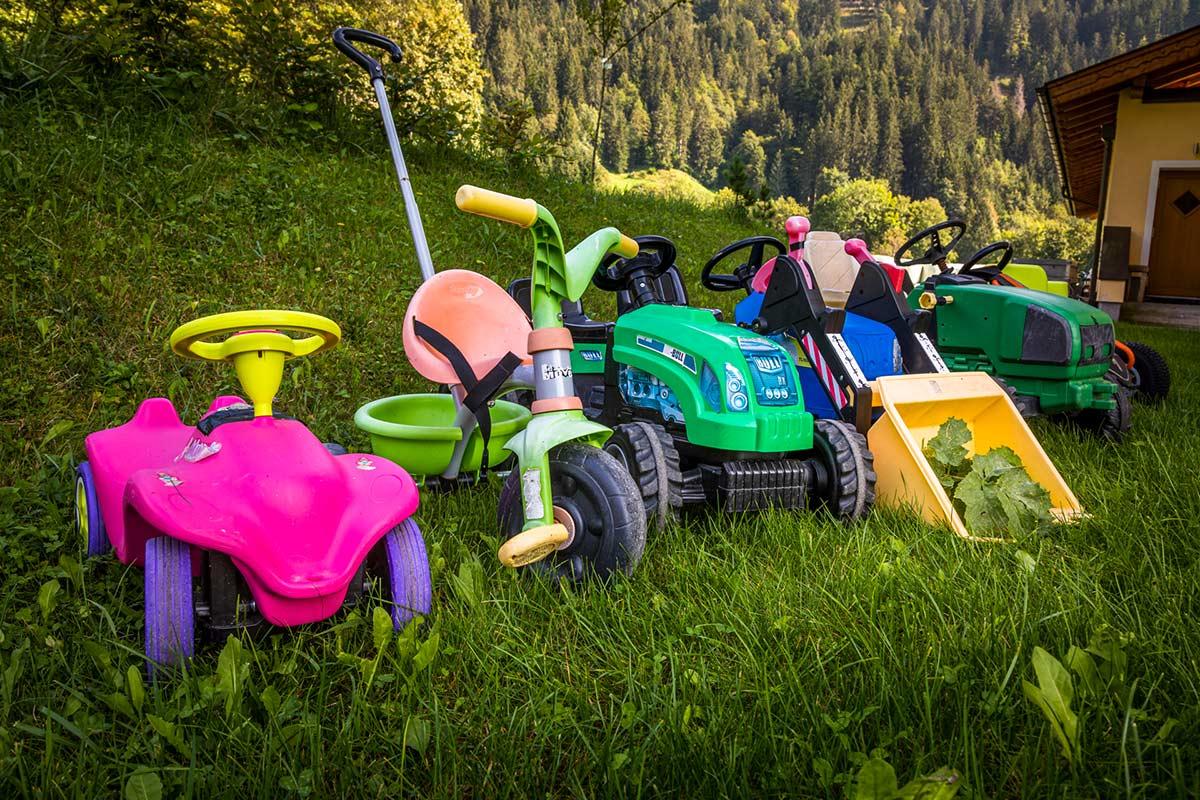 Kiderfahrzeuge für die Kinder der Gäste am Bauernhof
