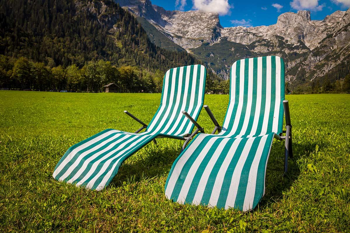 Liegestühle für die Gäste vom Alpenappartement Oberlehengut in Werfenenweng