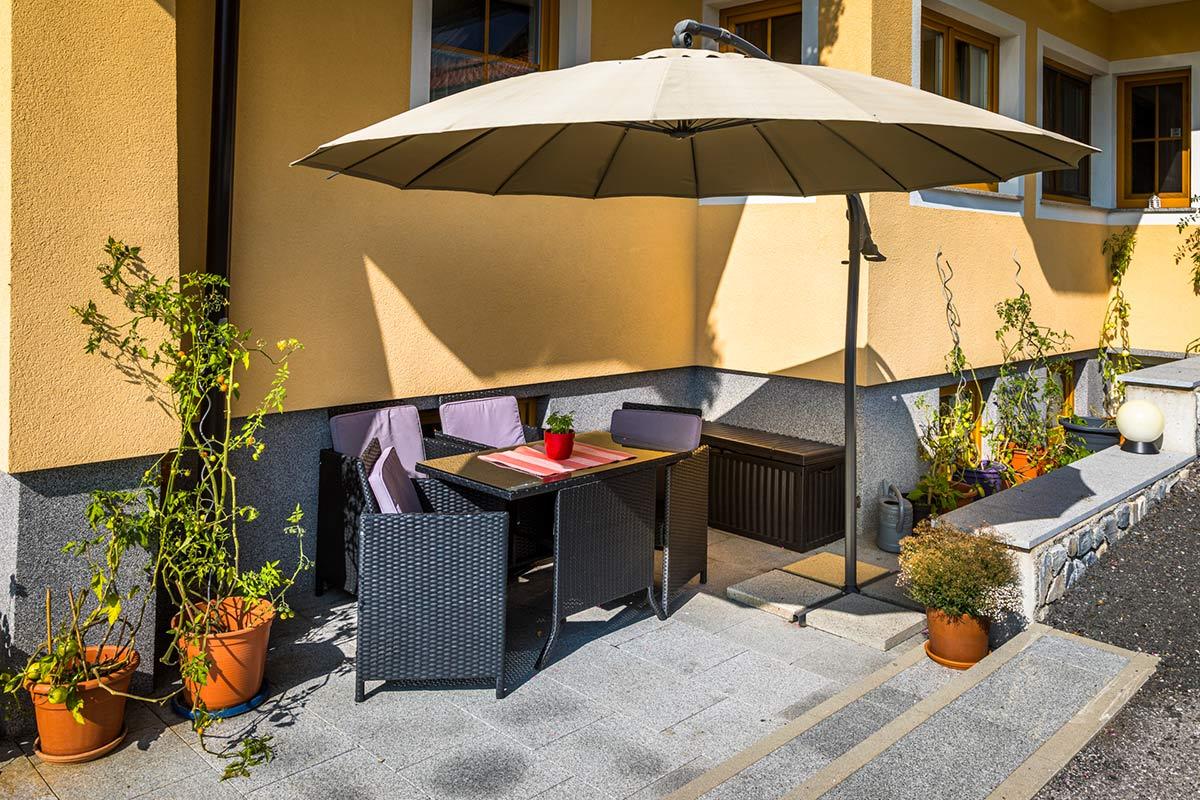 Terasse - für die Gäste vom Alpenappartement Oberlehengut in Werfenenweng