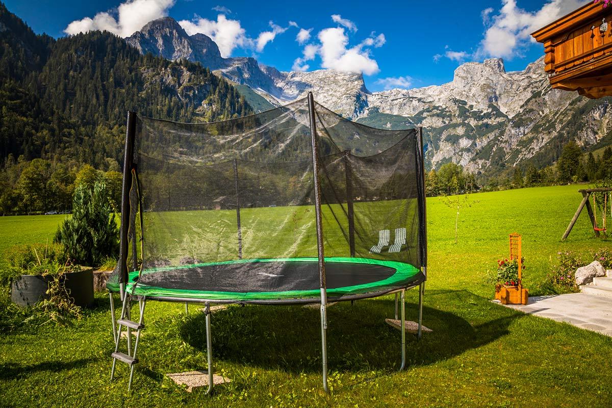 Trampolin für die Gäste des Alpenappartements Oberlehengut in Werfenweng
